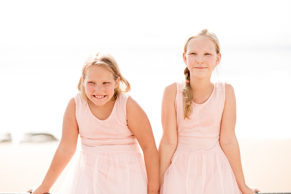 Family photography umhlanga beach rbadal photography sisters together