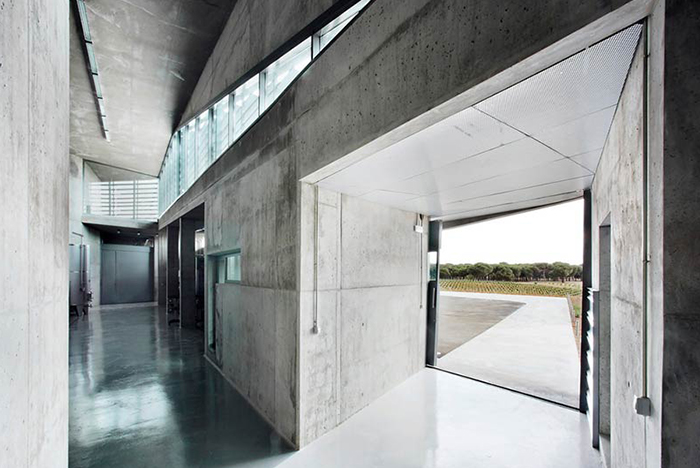 Qumran is a winery in Castilla y León designed by architects Sandra Hernández + Álvaro Solís to work with the natural environment and different elevations found in the vineyard.