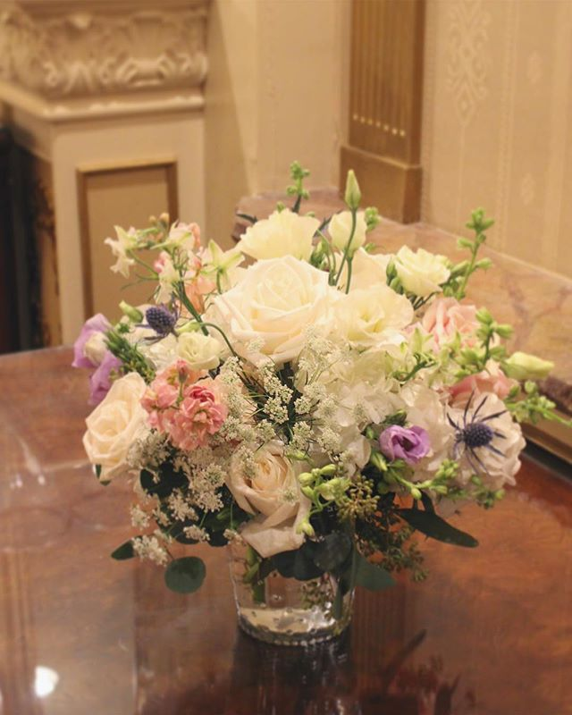 Flower centerpiece for wedding @jen_ihson #weddingday #weddingflowers #flowercenterpiece #flowerarrangement #tableflower #weddingflorist #njwedding #njweddings #weddingflowersdecor #floraldesignernj #flowershop #specialoccasion #fortleenj
