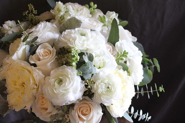 Bride bouquet for wedding @jen_ihson 👰🏻 #weddingday #weddingflowers #bridalbouquet #weddingceremony #bridalparty #bridebouquet #weddingflorist #weddinginspiration #njwedding #nywedding #floraldesigner #flowershop #fortleenj