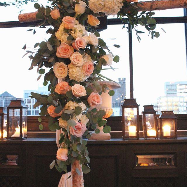 Beautiful flower wedding arch 🌿🌾 @ohchristineyi #weddingflowers #weddingday #weddingceremony #flowerarch #weddingceremonydecor #ceremonyflowers #nywedding #chuppah #weddingflorist #floraldesignernj #njwedding #weddingflorals #weddingflowerdecor #flowershop #fortleenj