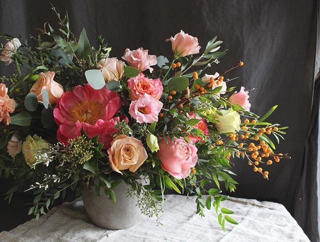 Happy thanksgiving to everyone 🍂🍁🌼 #happythanksgiving #celebration #fallflowers #flowerarrangement #centerpiece #flowercenterpiece #appreciate #grateful #flowergift #floraldesign #floraldesigner #flowershop #fortleenj