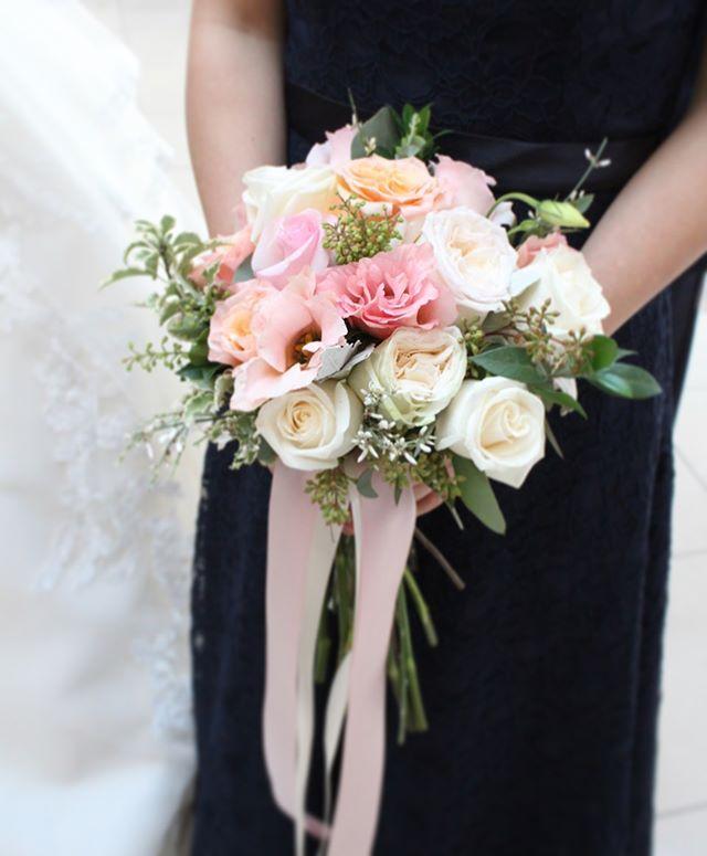 Flower bouquet for a bridesmaids @susaleena #weddingday #weddingflowers #bridalparty #bridalbouquet #bridesmaids #bridemaidsbouquet #weddingceremony #weddingflowerideas #njwedding #nywedding #weddingflorist #weddingflowerideas #floraldesign #floraldesigner #flowershop #fortleenj