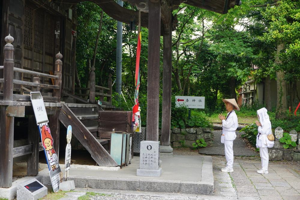 couple-shikoku-pilgrimage