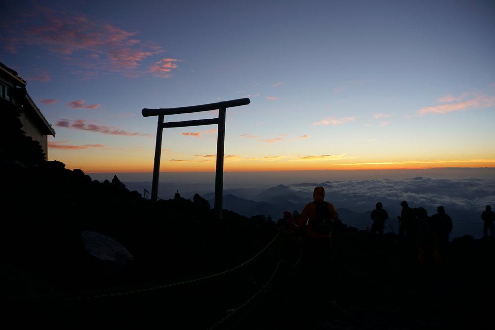 predawn_fuji_sunrise