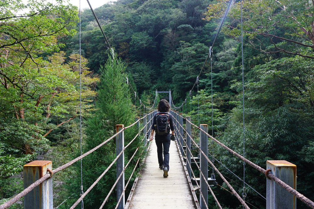 Hiking into Shirataniunsuikyo.