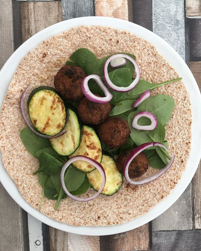 Quick meal idea: open wraps! . Such an easy option for a lighter meal . Today's choice was grilled courgette, M&S falafel and salad ... and I also had some coronation coleslaw with it which was the bomb! . Also great with warm fajita chicken & veg fajita mix 😋