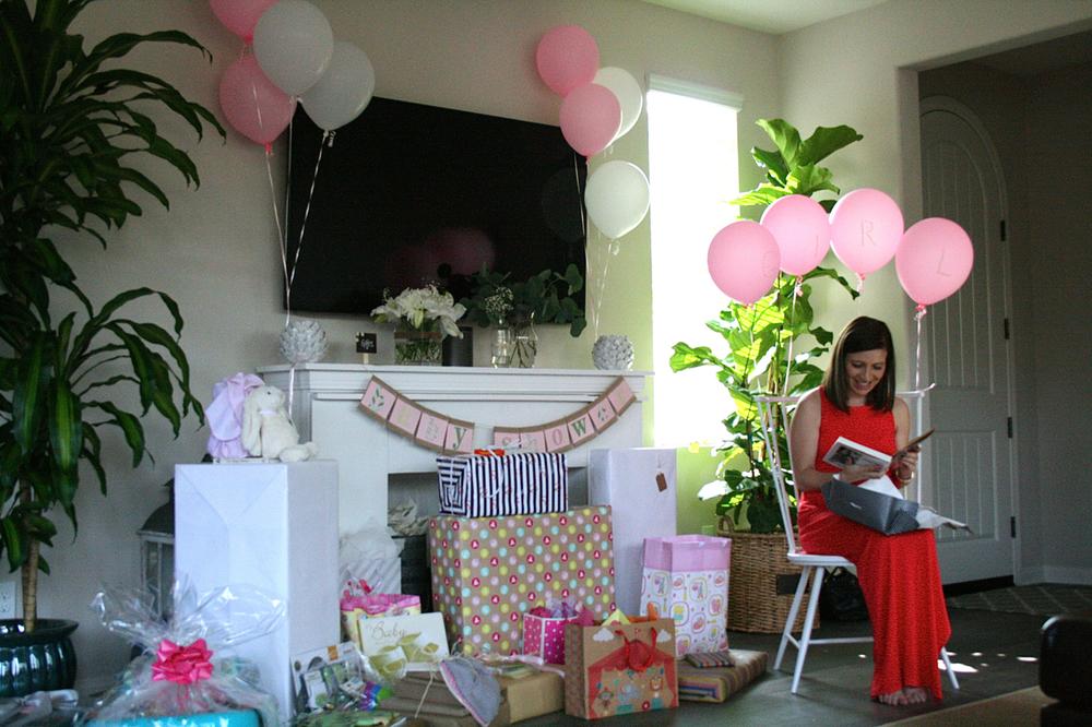 bonfirebeautiful-blog-babyshower-giftopening