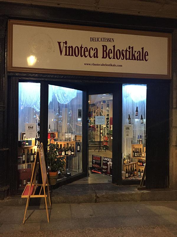 Fachada exterior de la Vinoteca Belostikale en Bilbao