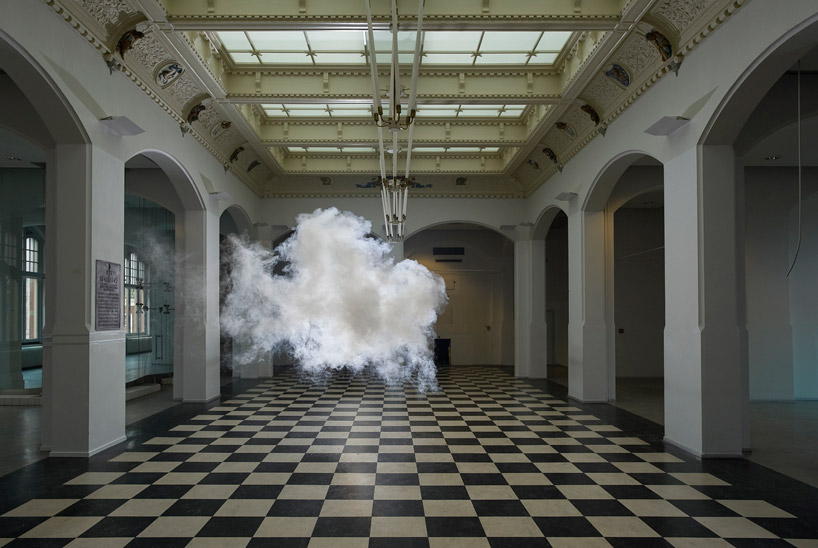 berndnaut-smilde-floats-nimbus-series-at-waterschei-designboom-09