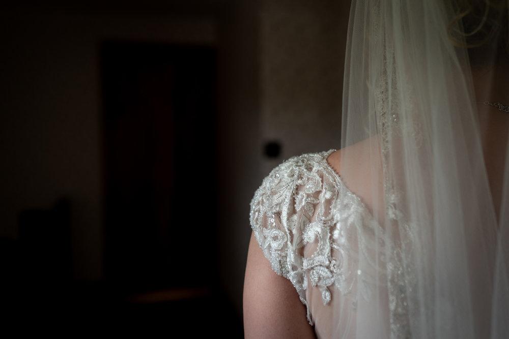 Steven Parry Photography / Brides Shoulder & Dress