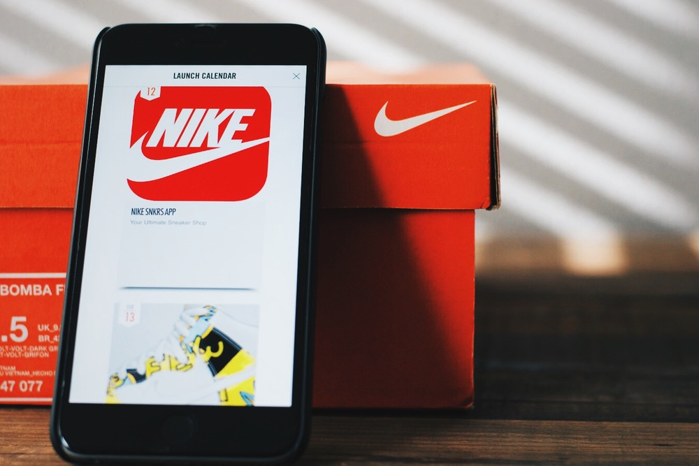 Graphic showing Nike's SNKRS app