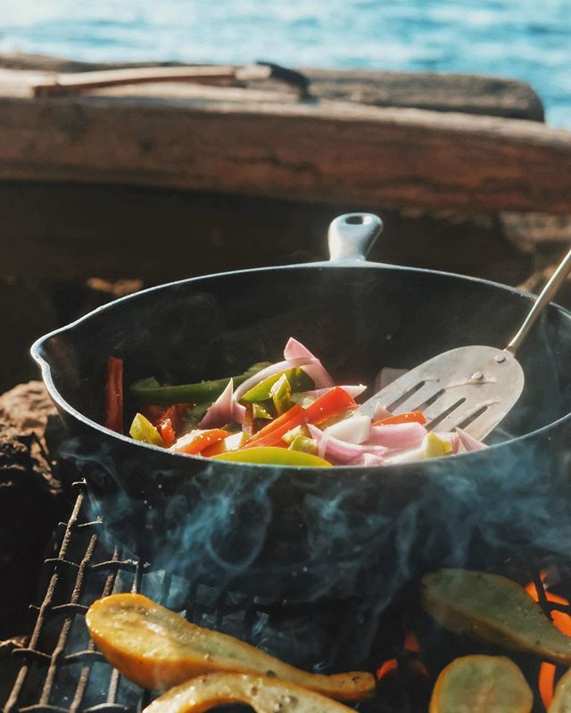 Sometimes an evening calls for a little less ramen, and a bit more care. What are your go-to campfire meals? (Our team has been on a major fajita-kick lately 👍)