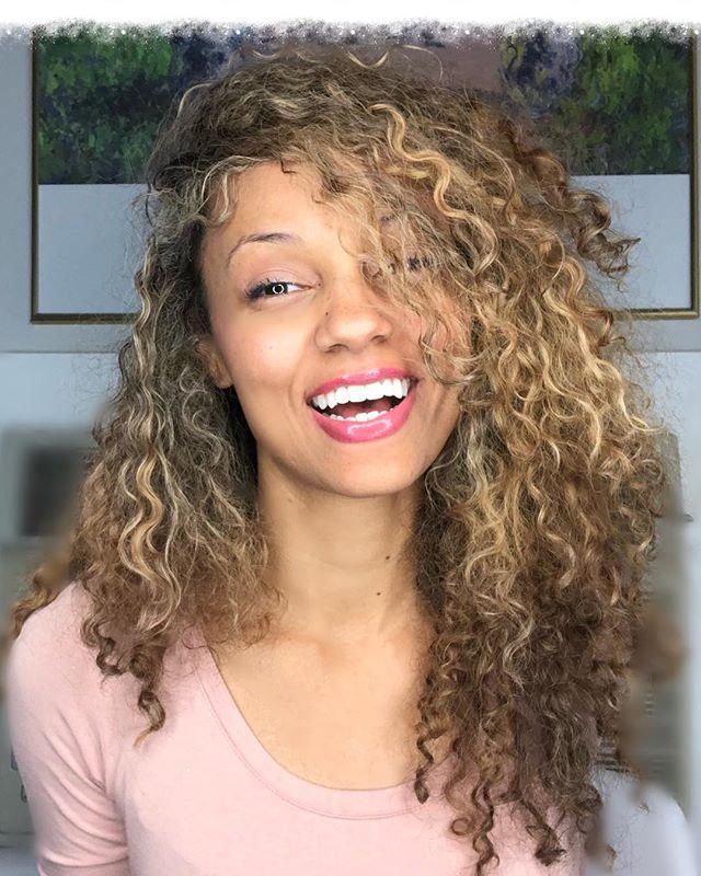 Monday Shinanigans 🙈 . . . . #mondaymotivation #mondays #girl #curls #blonde #LosAngeles #pink #muse #photography #encouragement #smile #live #happy #life #curly #hair #style #LA