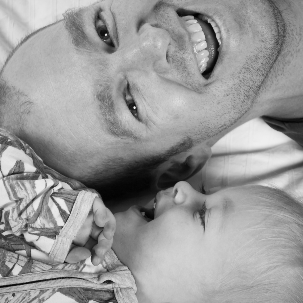 moment-candid-photo-dad-baby