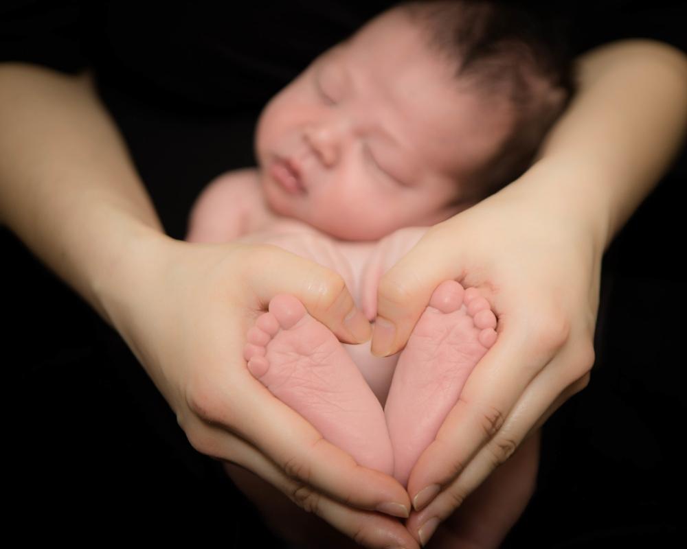 heart-baby-feet-hands-image