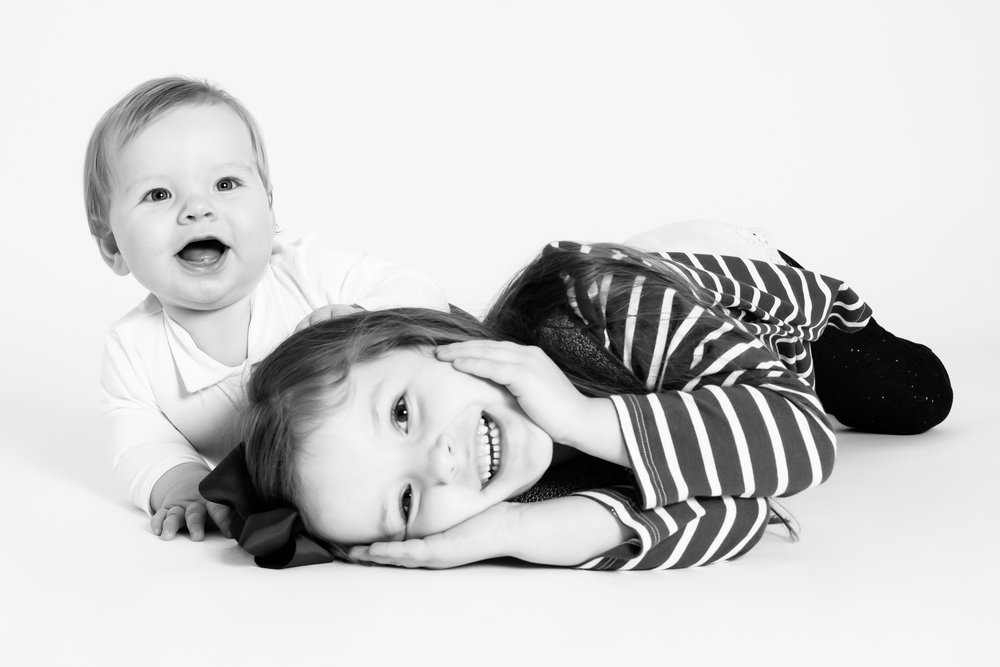 siblings-portrait-laughing-lying