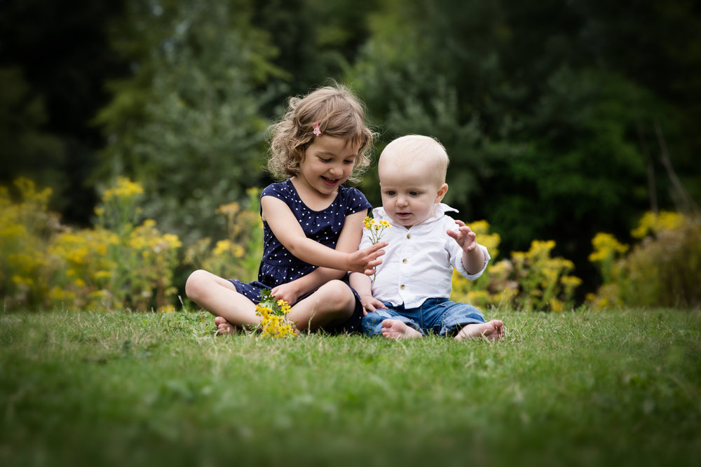 london-outdoors-family-photographer-siblings
