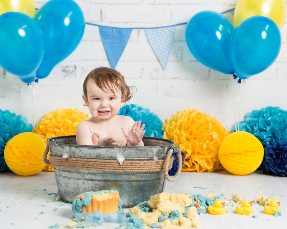 baby-boy-birthday-photoshoot-bathtub-rubber-ducks