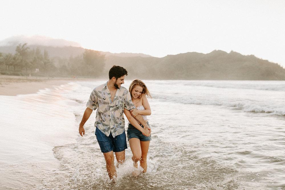 KauaiHanaleiBayCouplesSessionKimandCurtisDawnCharlesPhotographer-222.jpg