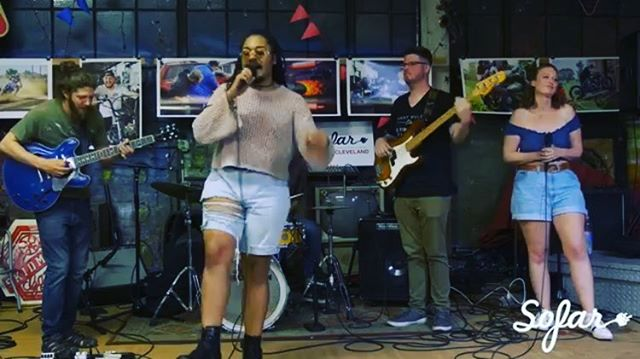 Hey Lushies 💩 Hope your Fallz' went well 🍁 and your winterz staying warm ❄️ . . . Throwback vid (link in bio) to our @sofarcle gig at @skidmarkgarage  this past summer 🤟🏽 thank you all involved for that super cute night🤓