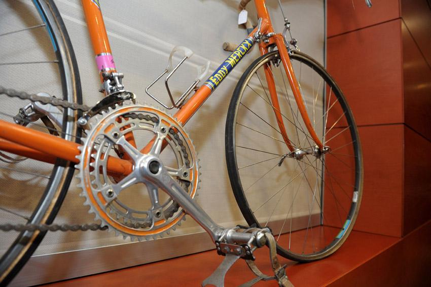 Eddy Merckx incontra la stampa. Merckx road bike.