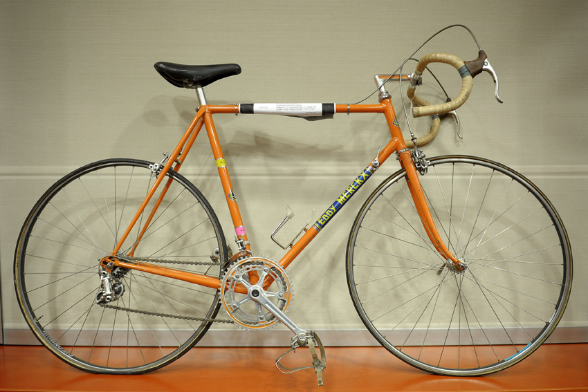Eddy Merckx incontra la stampa. Merckx road bike.