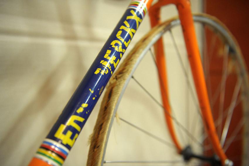 Eddy Merckx incontra la stampa. Merckx track bike.