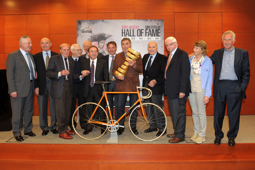 Eddy Merckx incontra la stampa. First Giro D'Italia Hall of Fame inductee.