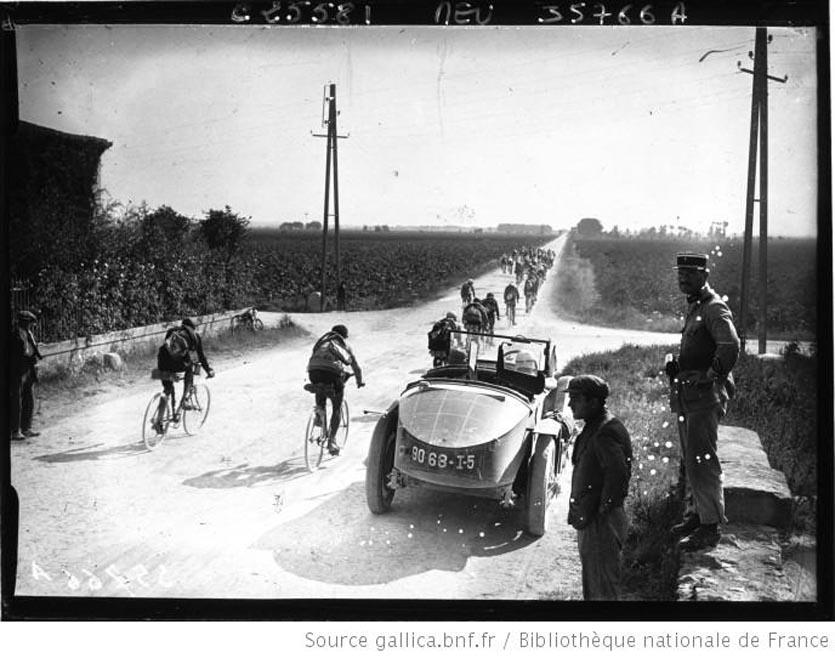 étape Perpignan-Toulon  passage au Pont de Lunel 1926