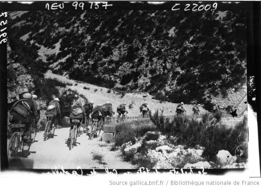 Tour de France cycliste, Toulon - Nice  le peloton au col de Castillan