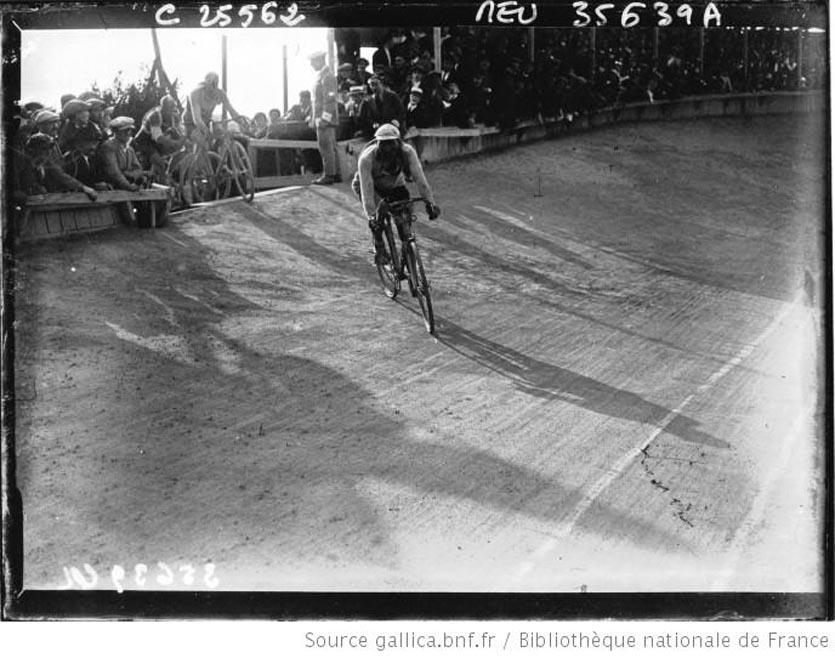 Tour de France cycliste  arrivée de Benoit sur la route de Brest