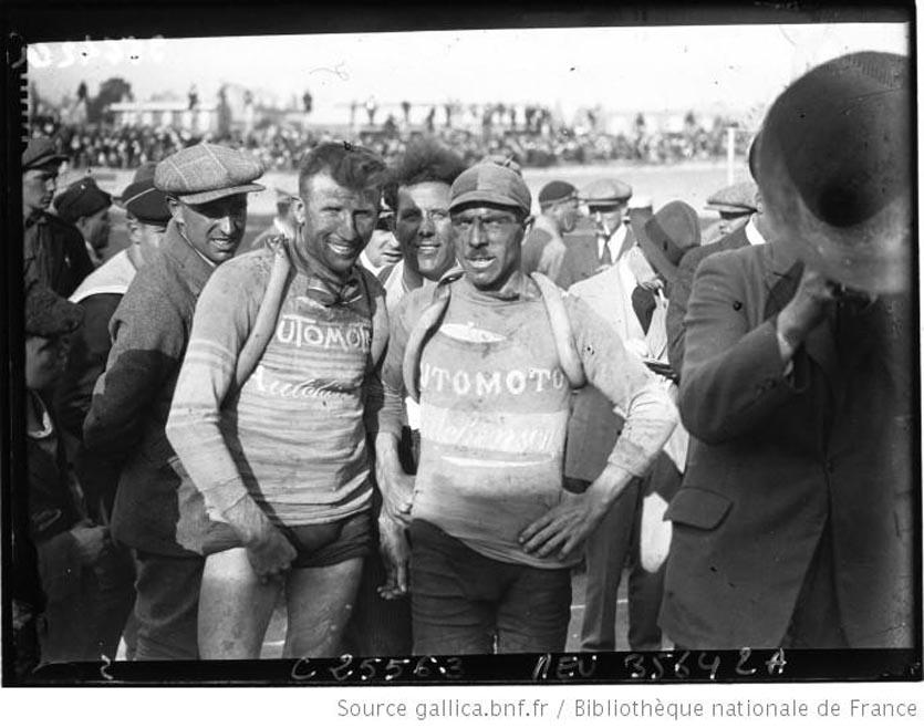 Tour de France cycliste Van Dam à l'arrivée avec Omer Huysse