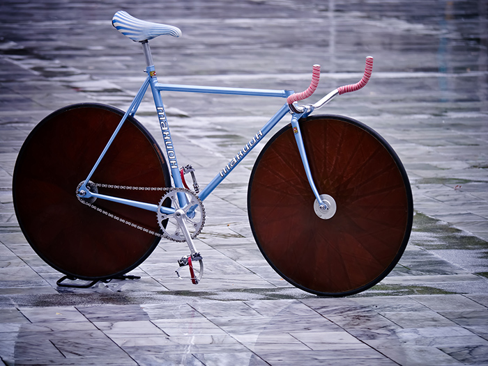 Тахион (Takhion) - the pinnacle of Soviet high end bicycle manufacturing with equally impressive disc wheels.