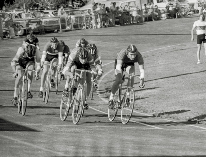 Track racing at Glen Innes velodrome