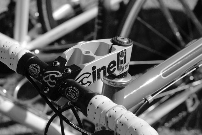Chunky Cinelli stem mated to 3ttt forma SL handlebars.