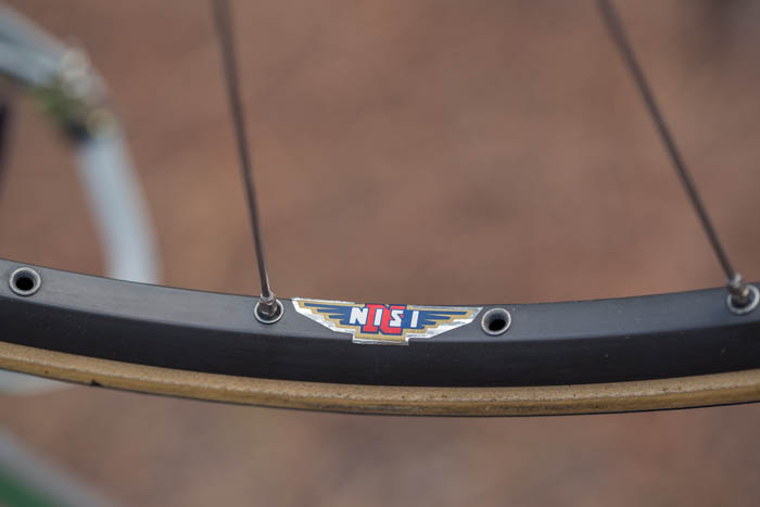 "Nisi Laser rim with a Vittoria Special Pro 650c / 26""x19 ""Racing team"""