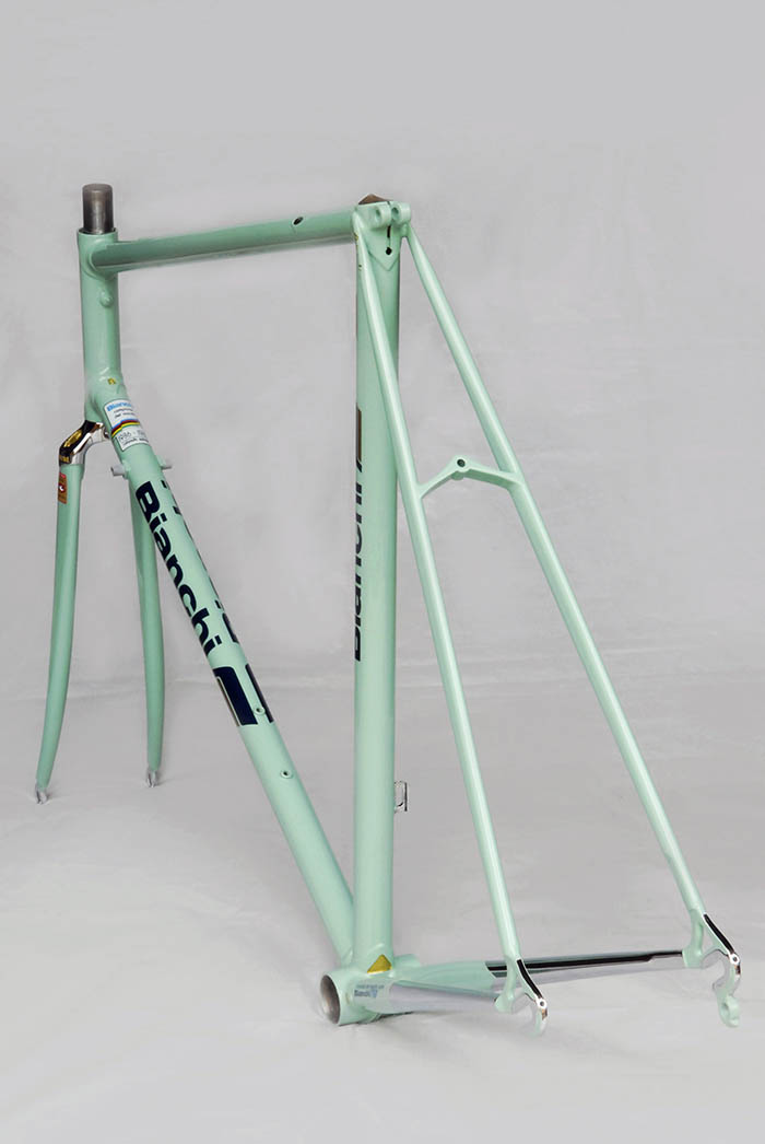 Bianchi X4 1988 - 1989 with internal cable routing for rear brake cable and rear derailleur cable.