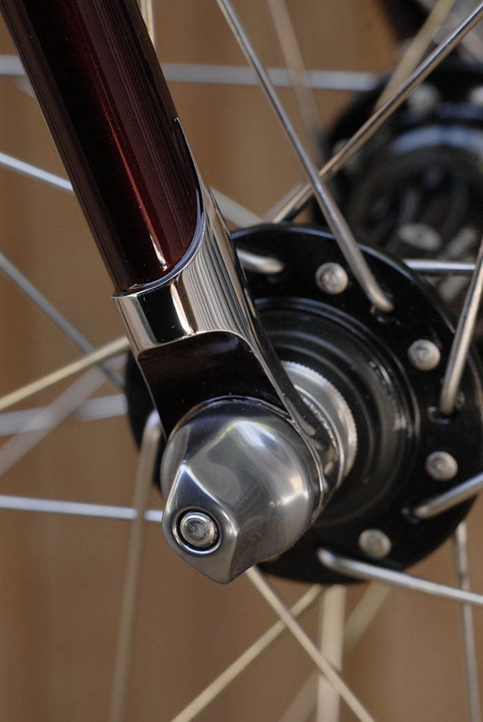 Stainless steel hand polished dropouts on Bob's Llewellyn Bikes Cadenzia.