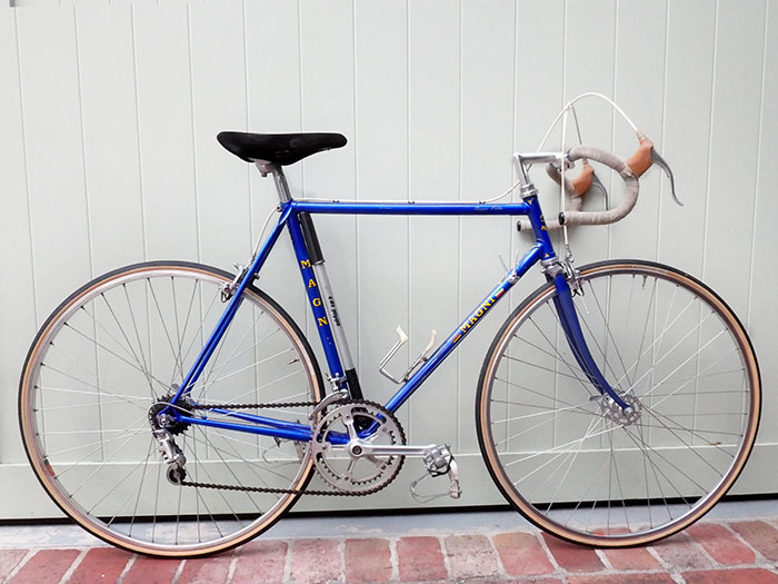 Classic 1970's dark blue paint scheme with chrome fork crown by ICS bikes Zurich.