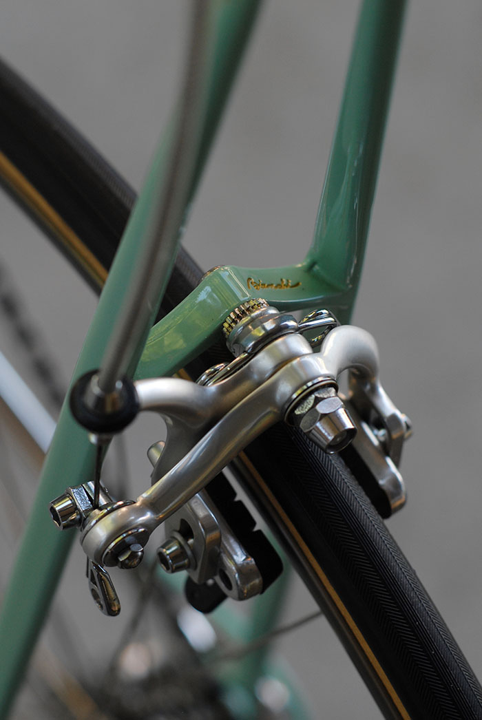 This silva brake bridge was standard on Bianchi X4's after 1987, many pre 1987 Bianchi X4's were built with a square bridge. Weinmann Carrera 400 rear brake calliper.