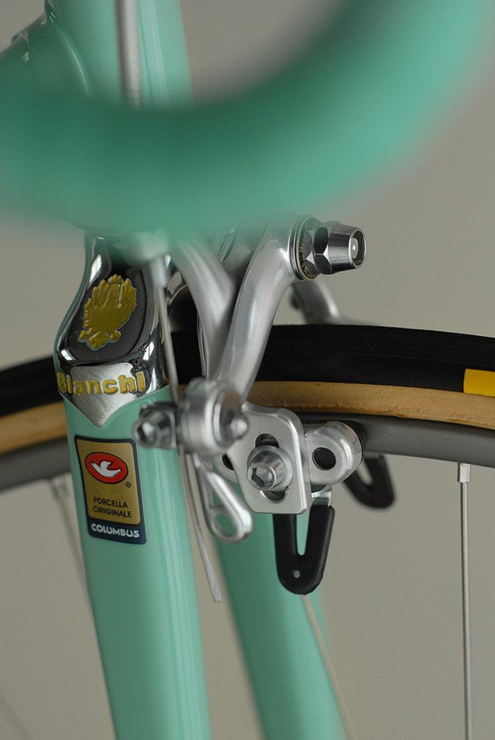Bianchi X4 fork crown gold detail.