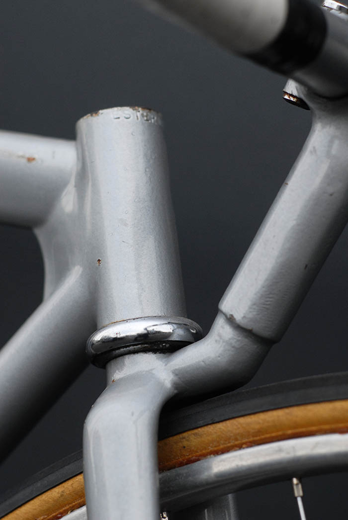 The beginning of the funny bike era in the late 1970's saw the start of a trend oin fixing the stem and bars direct to the top of the fork crown. Obviously for the low aero position. Later this trend moved towards stock handlebar stems to fit different riders to bikes more easily.