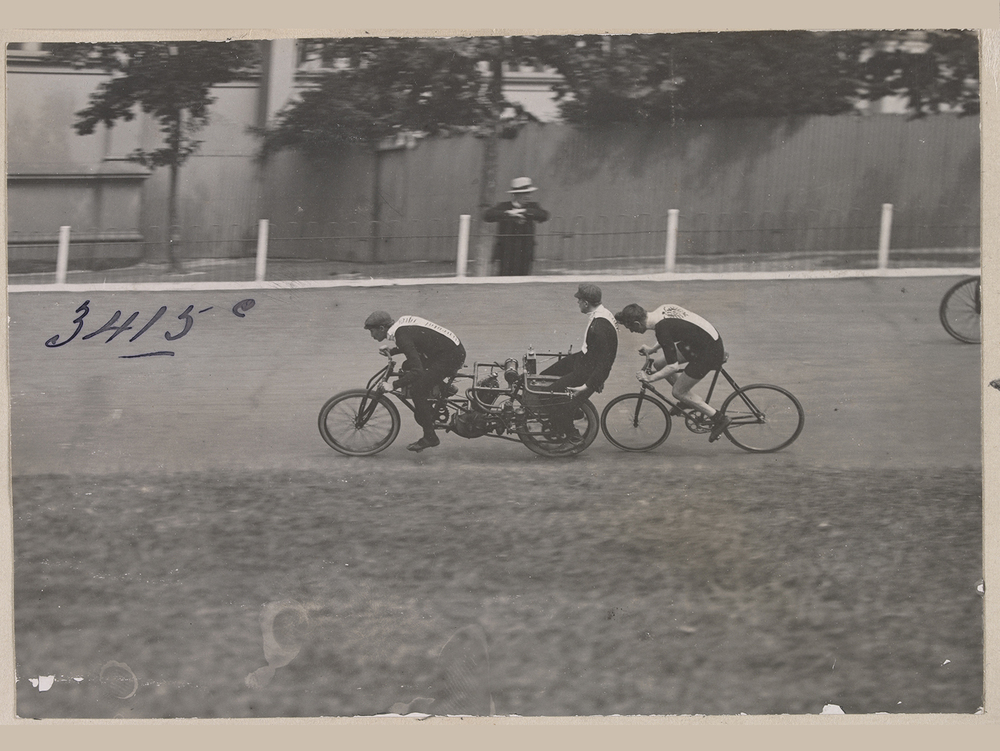Thaddäus Robl January 1903 at the Melbourne Exhibition Track, Carlton. Photo by Albert Sutcliffe State Library of Victoria.