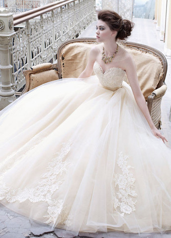 lazaro-bridal-tulle-ball-gown-sweetheart-neck-lace-silk-ribbon-belt-natural-waist-chapel-train-3251_zm_grande_large.jpg