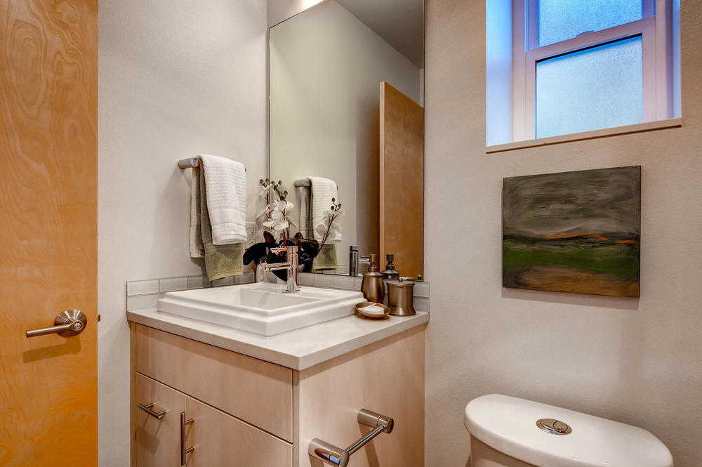 227 23rd Ave E Seattle WA-large-019-25-Bathroom-1500x999-72dpi.jpg