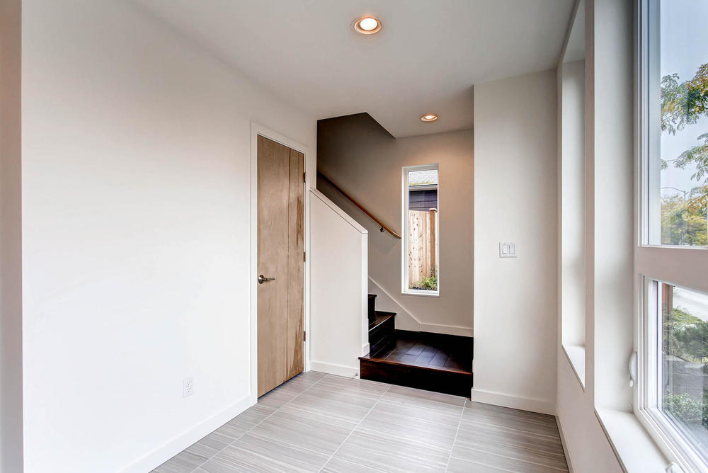 225 23rd Ave East Seattle WA-large-001-3-Foyer-1496x1000-72dpi.jpg