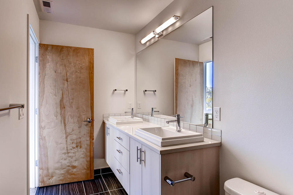 225 23rd Ave East Seattle WA-large-016-4-3rd Floor Master Bathroom-1500x1000-72dpi.jpg
