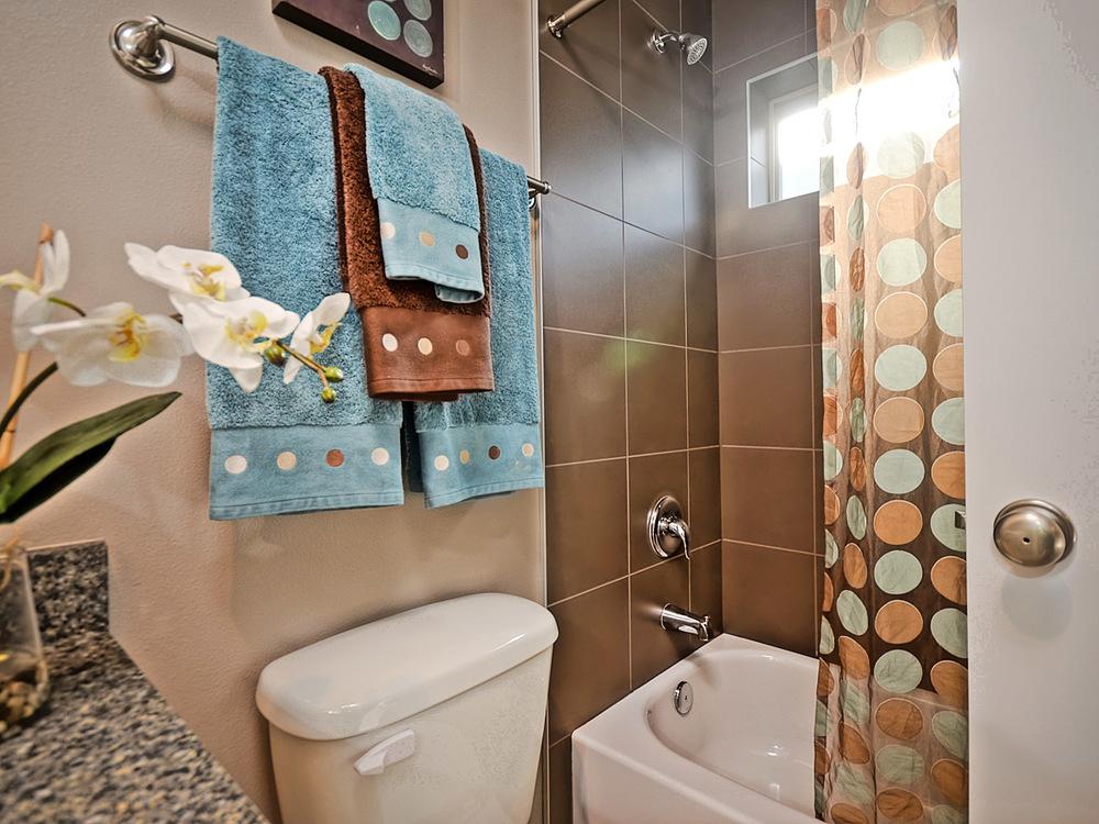 Main Bath -2.jpg