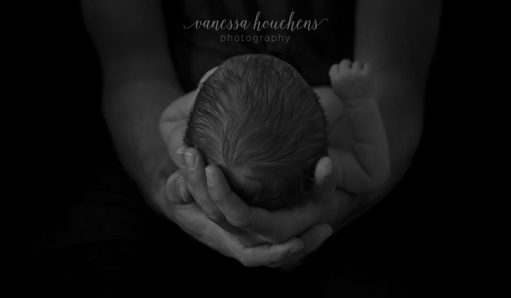 bham-newborn-photographer-baby-dads-hands